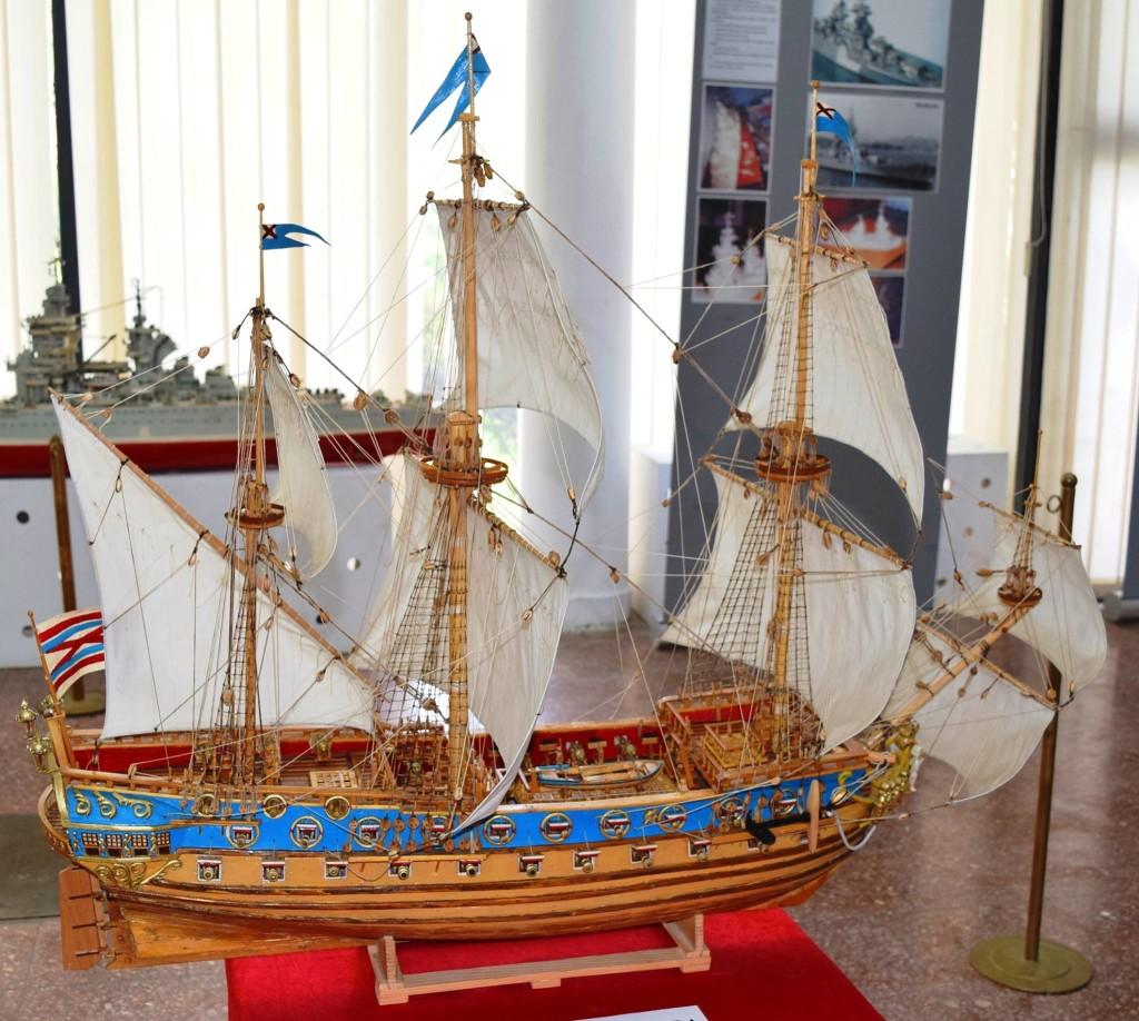 macheta nava militara